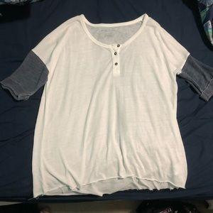 AMERICAN EAGLE OUTFITTERS BOYFRIEND TEE IN XS